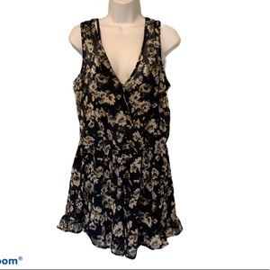 ASTR navy floral romper with ruffle shorts large